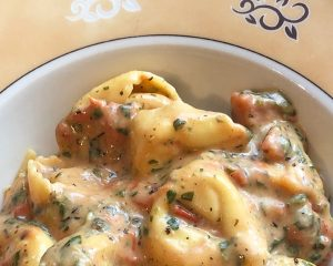 Spinat-Tomaten-Käse-Tortellini