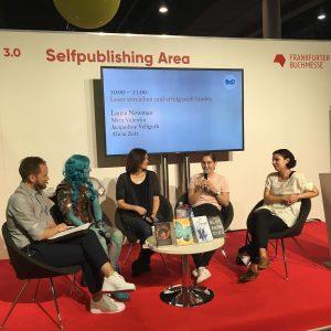"""Panel: """"Leser erreichen und erfolgreich binden"""" mit Mira Valentin, Alicia Zeit und Laura Newman (aka Claus Hammering)"""